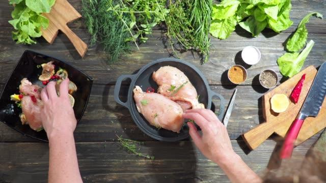 tillagning av kycklingbröstfilé - marinad bildbanksvideor och videomaterial från bakom kulisserna