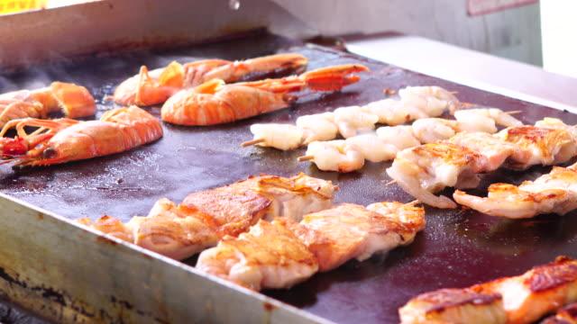 vídeos y material grabado en eventos de stock de cocina de pescados y mariscos, 4 k - bergen