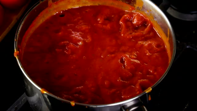 Cooking Spaghetti Sauce video