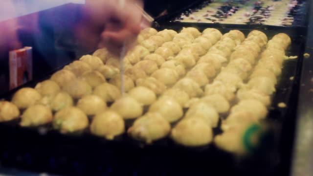Cooking takoyaki video