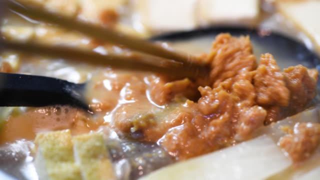 matlagning drinkar - misosås bildbanksvideor och videomaterial från bakom kulisserna