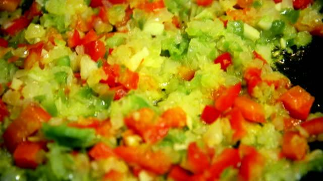cooking vegetables - {{asset.href}} 個影片檔及 b 捲影像