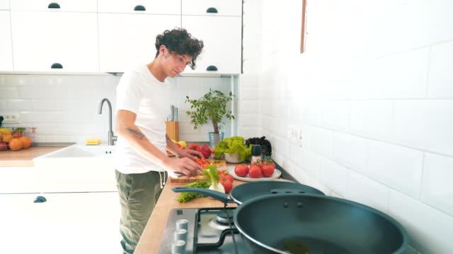 Vegetarisches Rezept kochen. – Video