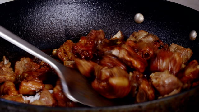 Cooks for red-cooked spare ribs video
