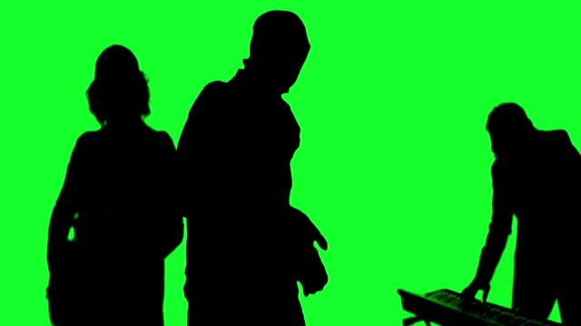 グリーン画面で実行するクールなロックバンド - ミュージシャン点の映像素材/bロール