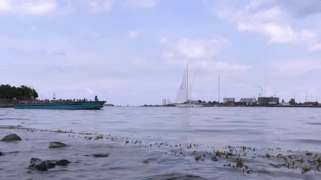 vídeos de stock e filmes b-roll de copenhagen harbor in sunny summer day - gmail