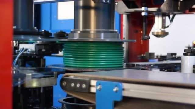 vídeos y material grabado en eventos de stock de cobre y máquinas de la fábrica de cable de aluminio - cable