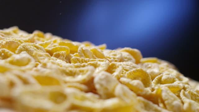 corn flakes falling – Video
