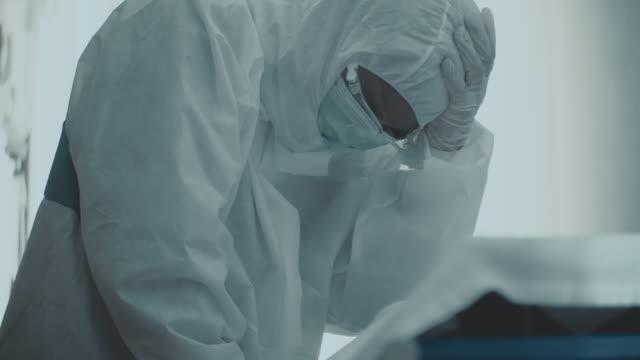 coronavirus i̇kinci dalga - ölü stok videoları ve detay görüntü çekimi