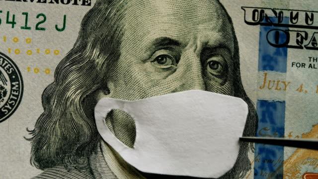 코로노 바이러스 감염 covid-19 전염병. 100 달러 지폐 마스크 벤자민 프랭클린, 세계 경제 위기 - unemployment 스톡 비디오 및 b-롤 화면