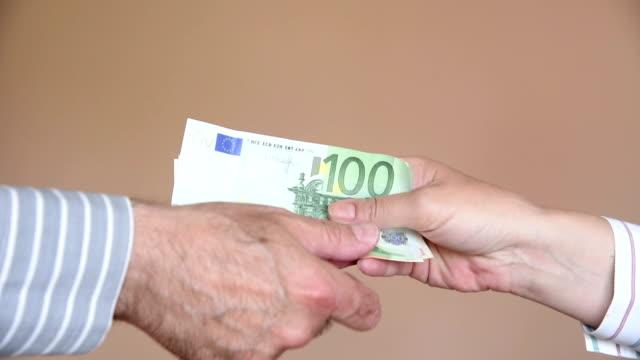 corruzione e concussione - simbolo dell'euro video stock e b–roll