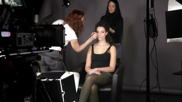 cosmetic making of - makeup artist bildbanksvideor och videomaterial från bakom kulisserna