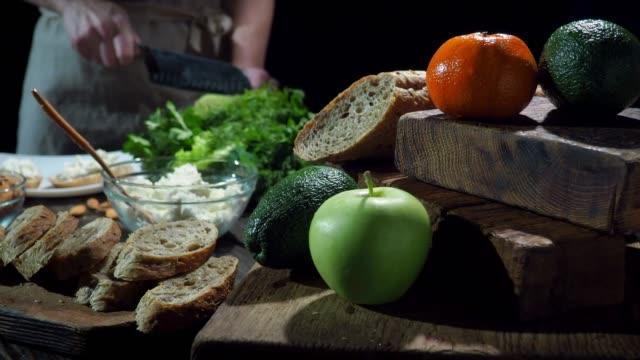quark und obst sandwiches - vollkorn stock-videos und b-roll-filmmaterial