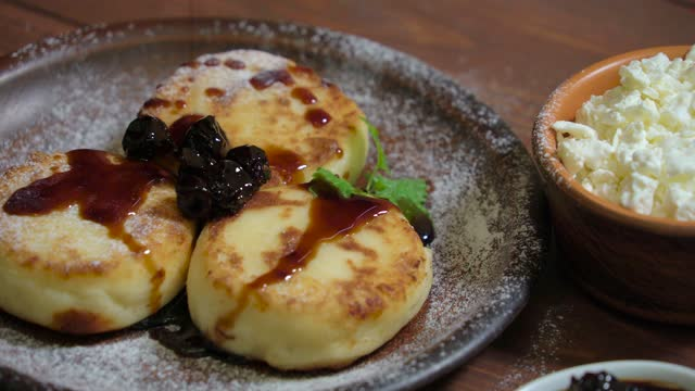 Cottage cheese pancakes with powdered sugar, jam video