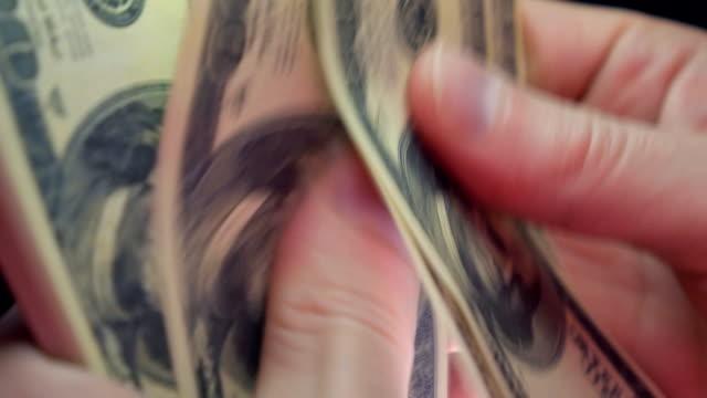 stockvideo's en b-roll-footage met count money by hands - uitwisselen