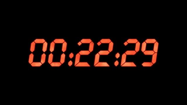 vídeos de stock, filmes e b-roll de relógio digital de contagem regressiva - cronômetro instrumento para medir o tempo