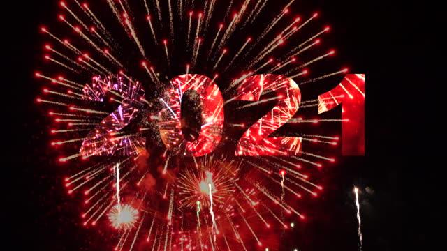 vídeos de stock e filmes b-roll de 2021 countdown - new year