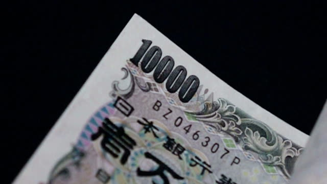 stockvideo's en b-roll-footage met japanse yen - tellen slow motion - yenteken