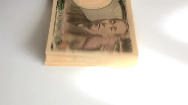 stockvideo's en b-roll-footage met counting japanese yen. - yenteken