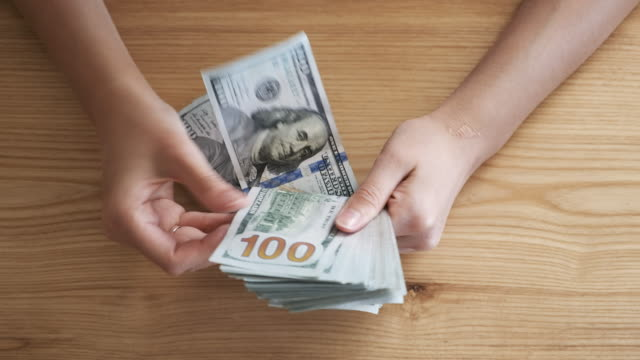 counting money close up - ricevere video stock e b–roll