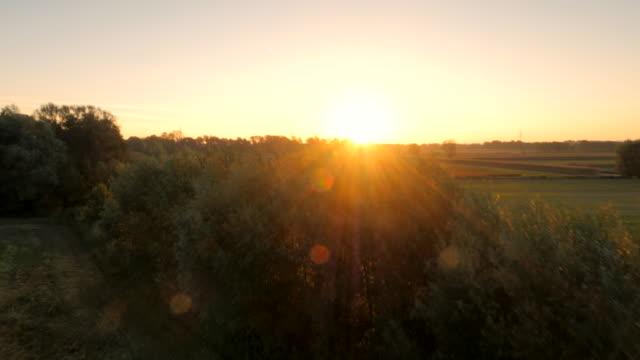 空から見た田園地帯の夜明け - マルチコプター点の映像素材/bロール