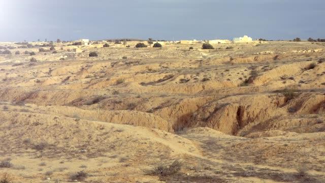 landschaft von tunesien halbwüste - afrikanische steppe dürre stock-videos und b-roll-filmmaterial