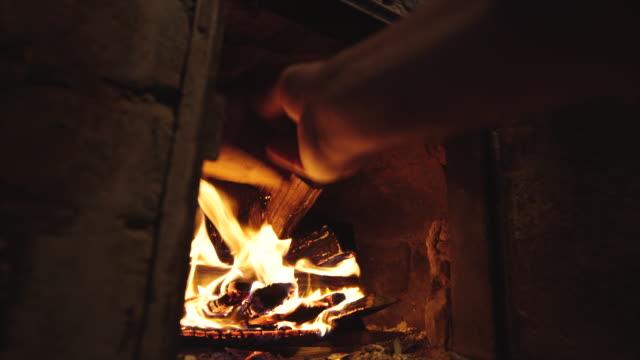 kırsal yaşam - şömine odunu stok videoları ve detay görüntü çekimi