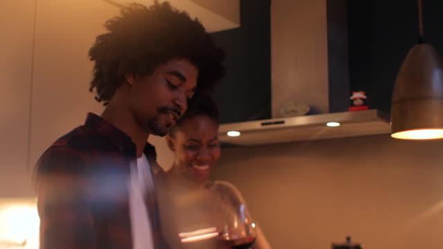 vídeos de stock e filmes b-roll de couple cooking at night at home. - casal jovem