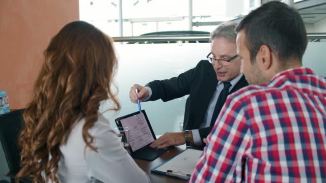 Par hablar de inversión plan con asesor financiero - vídeo