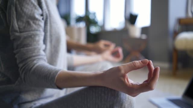 vídeos de stock e filmes b-roll de couple doing morning exercise in home interior - budismo