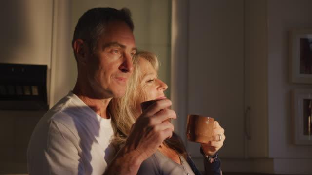 couple drinking coffee at home - wygodny filmów i materiałów b-roll