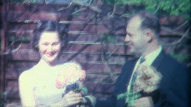 vídeos y material grabado en eventos de stock de pareja flores 1958 - memorial day