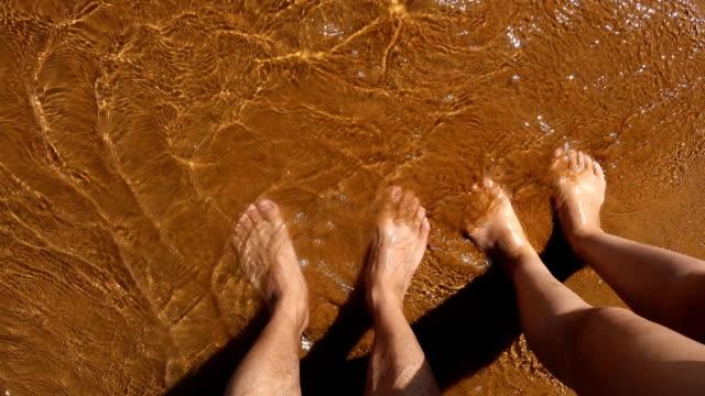 Paar voet op het strand video