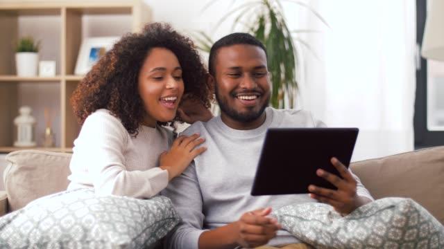 par med videosamtal på Tablet PC hemma video