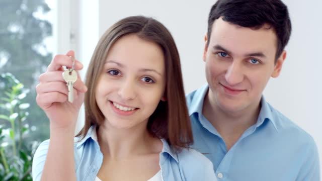 Couple dans la nouvelle maison - Vidéo