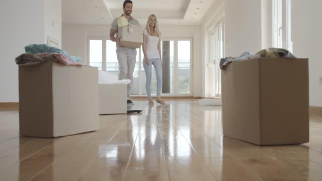 Casal na nova casa - vídeo