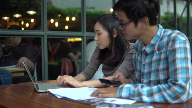 Couple love Bill Payment with mobile phone