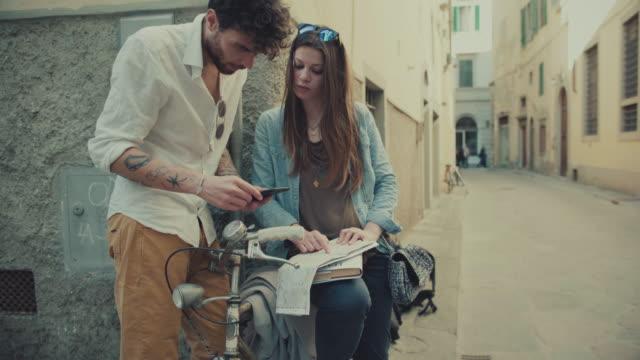 para turystów we florencji, włochy, podróży - ludzka osada filmów i materiałów b-roll