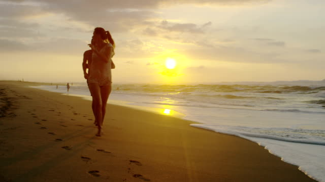 Couple on a tropical beach vacation to Hawaii for honeymoon video