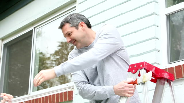 Couple ready to paint house exterior video