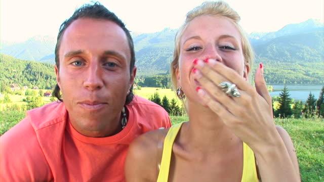 hd: couple sending kisses - blåsa en kyss bildbanksvideor och videomaterial från bakom kulisserna