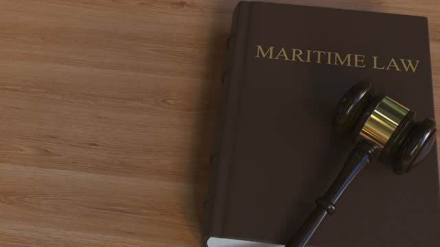 domstolsklubba på sjörätt bok - lagbok bildbanksvideor och videomaterial från bakom kulisserna