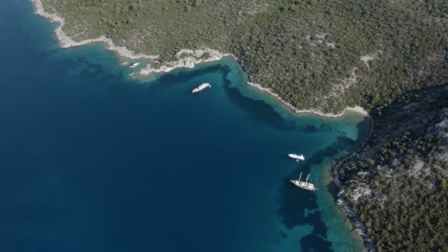 coves and ships - morze egejskie filmów i materiałów b-roll