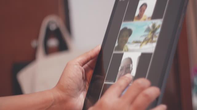 stockvideo's en b-roll-footage met covid-19 effect : social distantncing , relatie - corona scherm