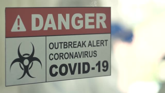 Covid-19 : Scientists working in laboratory with antiviral test specimens coronavirus covid-19
