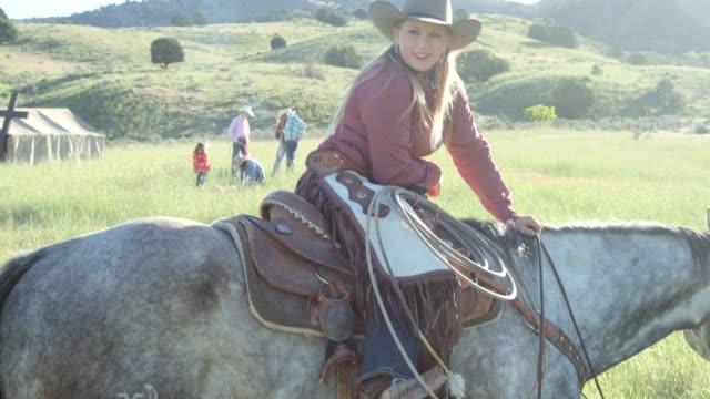 cowgirl horseback ride in the country - attività equestre ricreativa video stock e b–roll