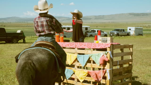 Cowgirl Limonadenstand – Video
