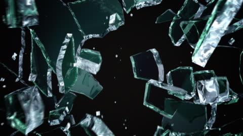 vidéos et rushes de verre noir fissuré et brisé - en verre