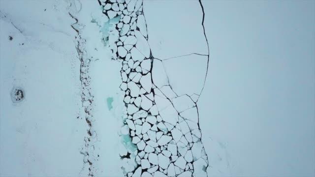 spruckna isflak på blått hav bevattnar - polarklimat bildbanksvideor och videomaterial från bakom kulisserna