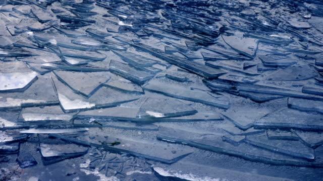 cracked ice - ghiaccio galleggiante video stock e b–roll